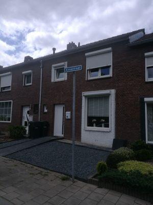 Annastraat 15, Beek