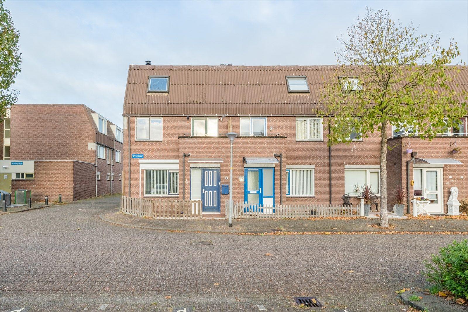 Overgouw 98, Almere
