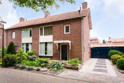 Van Spreeuwelstraat 11, Hilvarenbeek