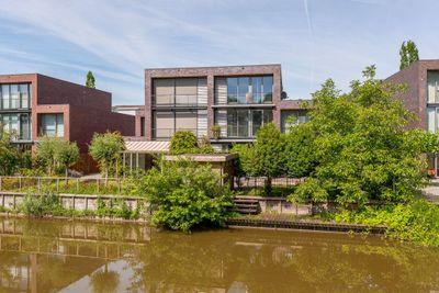 Makore 42, Dordrecht