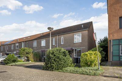 Van Hogendorpstraat 2, Spijkenisse