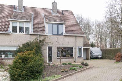 Oeverlanden 16, Steenwijk