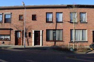 Burgemeester I. van Houtestraat 29, Oostburg