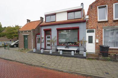Zandstraat 1, Oostburg