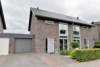 Van Koningsveldstraat 27, Deventer