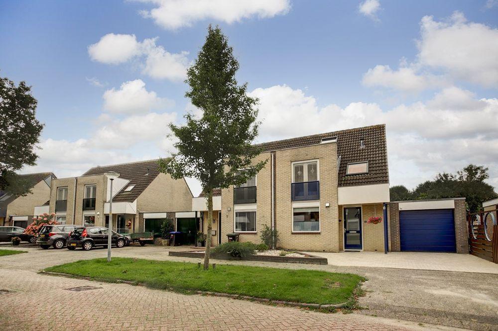 Hazeleger 4, Zeewolde