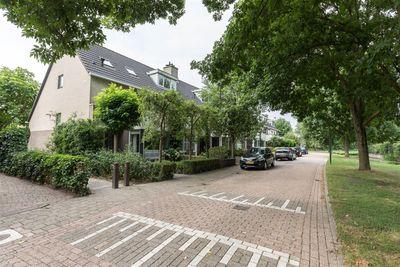 Vrouwenmantel 37, Breukelen