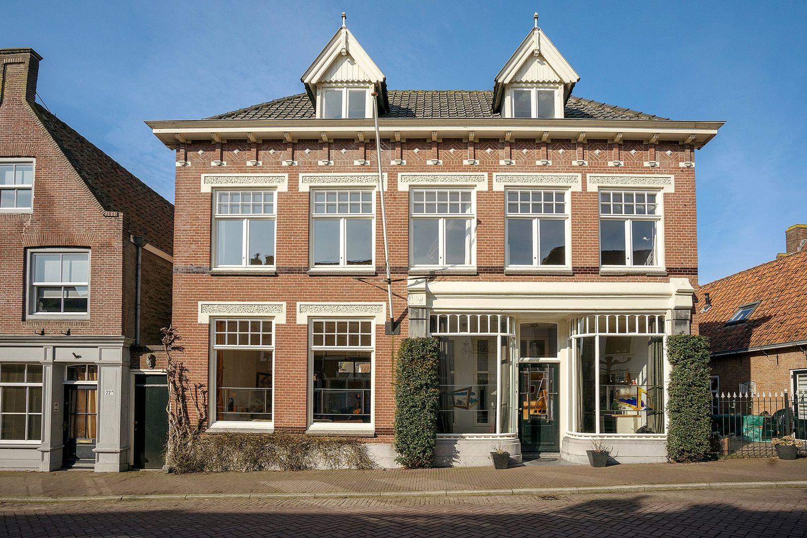 Kerkstraat 18-- 20, Woudrichem