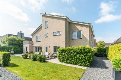 Lakenhalstraat 12, Almere