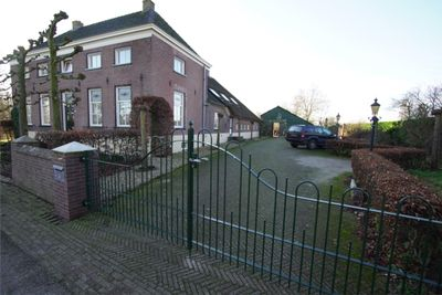 Dorpsstraat 24, Hurwenen