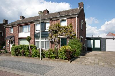 Sint Willibrordusstraat 6, Stramproy