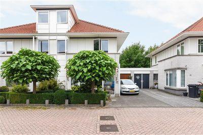 Renoirhof 17, Hoorn
