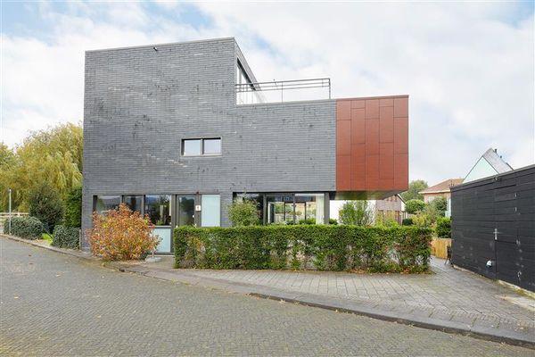Comorenstraat 1, Almere