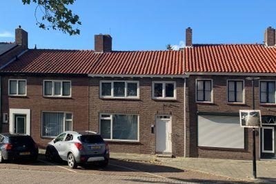 Sint Eligiusplein 6, Oostburg