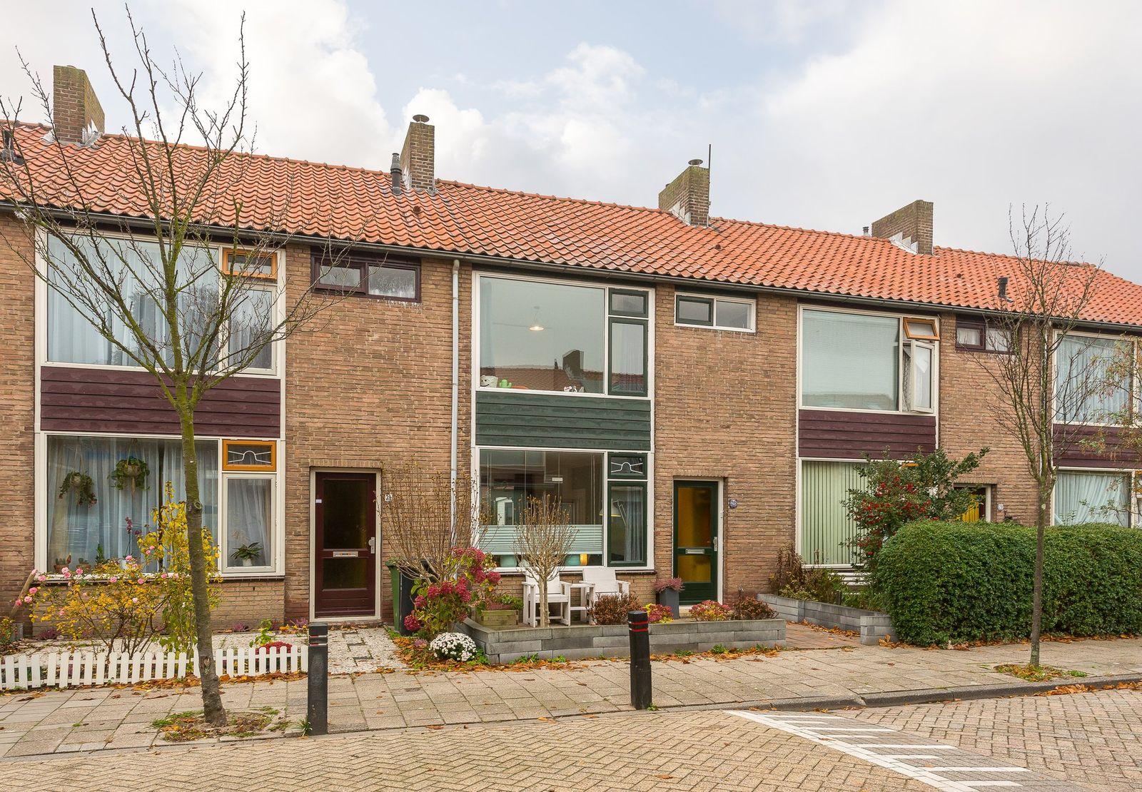 A.J. van Reststraat 26, Poeldijk