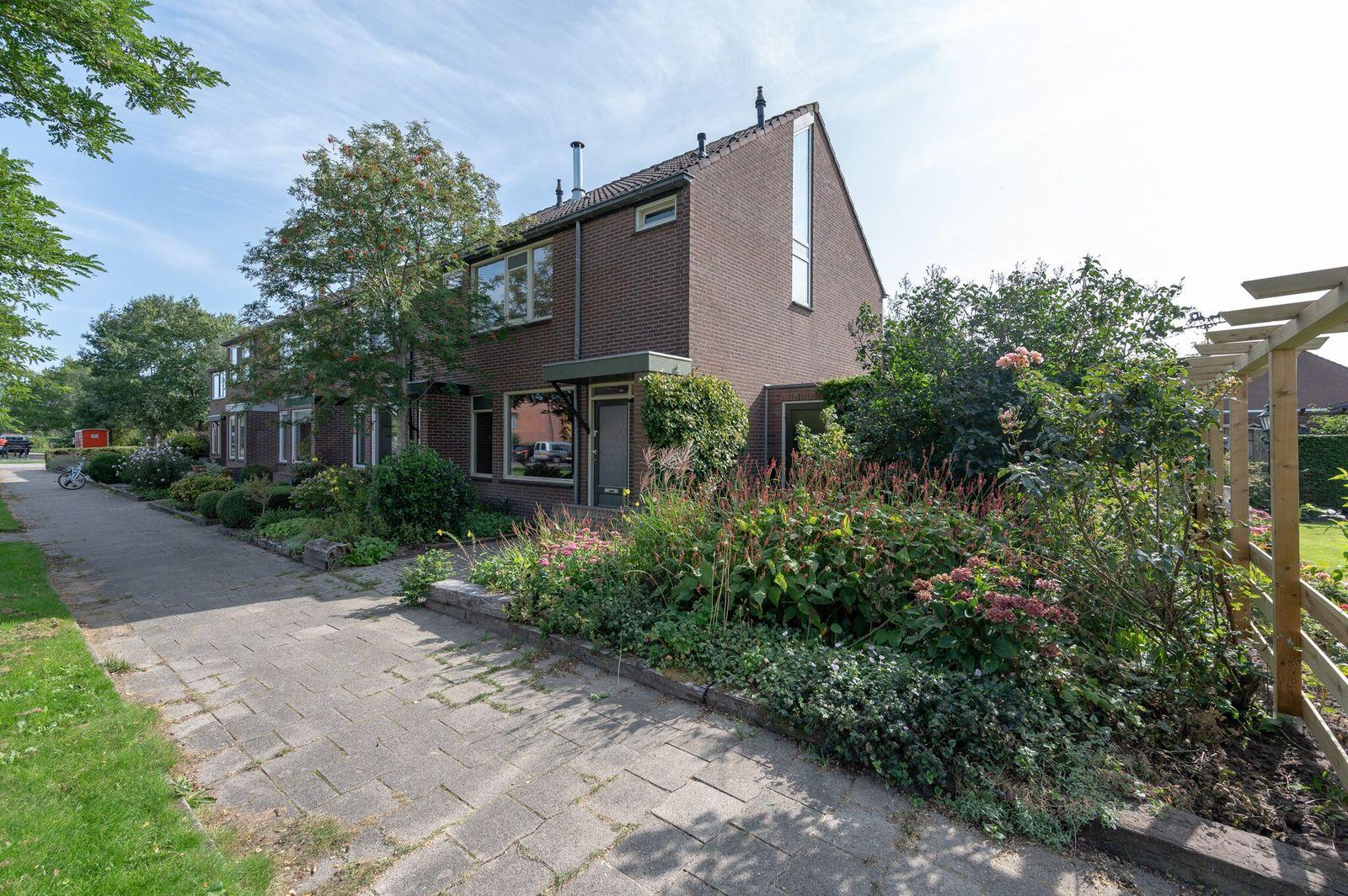 Satellietenlaan 2, Hoogeveen