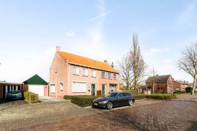 Kapelaan Molstraat 9, Halsteren