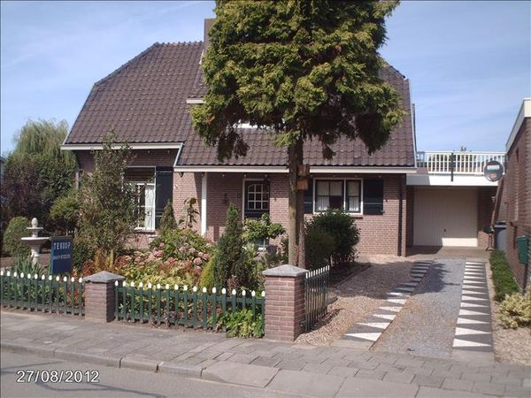 Eijkhovenstraat 1, Dreumel