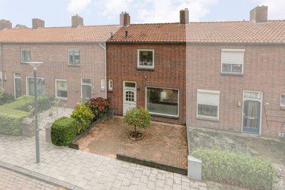 Beatrixstraat 24, Waalwijk