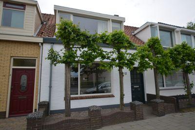 Burgemeester van Loonstraat 12, Steenbergen
