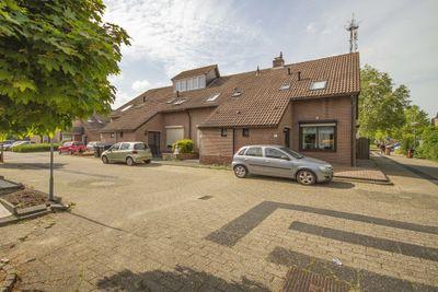 Oranje-Nassauhof 18, Lopik