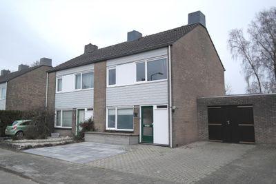 Sint Lambertusstraat 67, Budel-Schoot