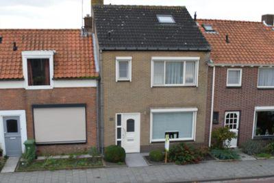 Burgemeester I. van Houtestraat 38, Oostburg