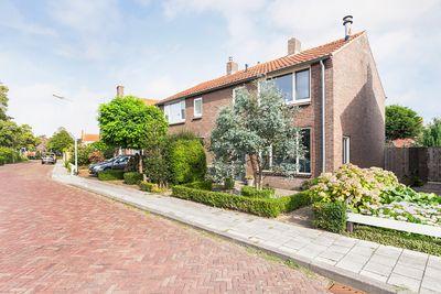 Raadhuisstraat 8, 's-heer Arendskerke