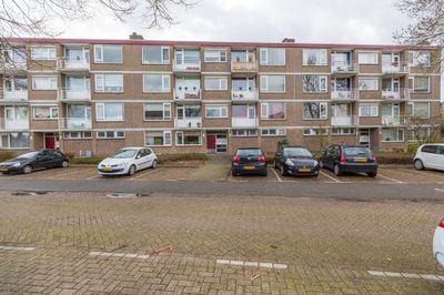Burgemeester Crezéestraat 27, Ridderkerk