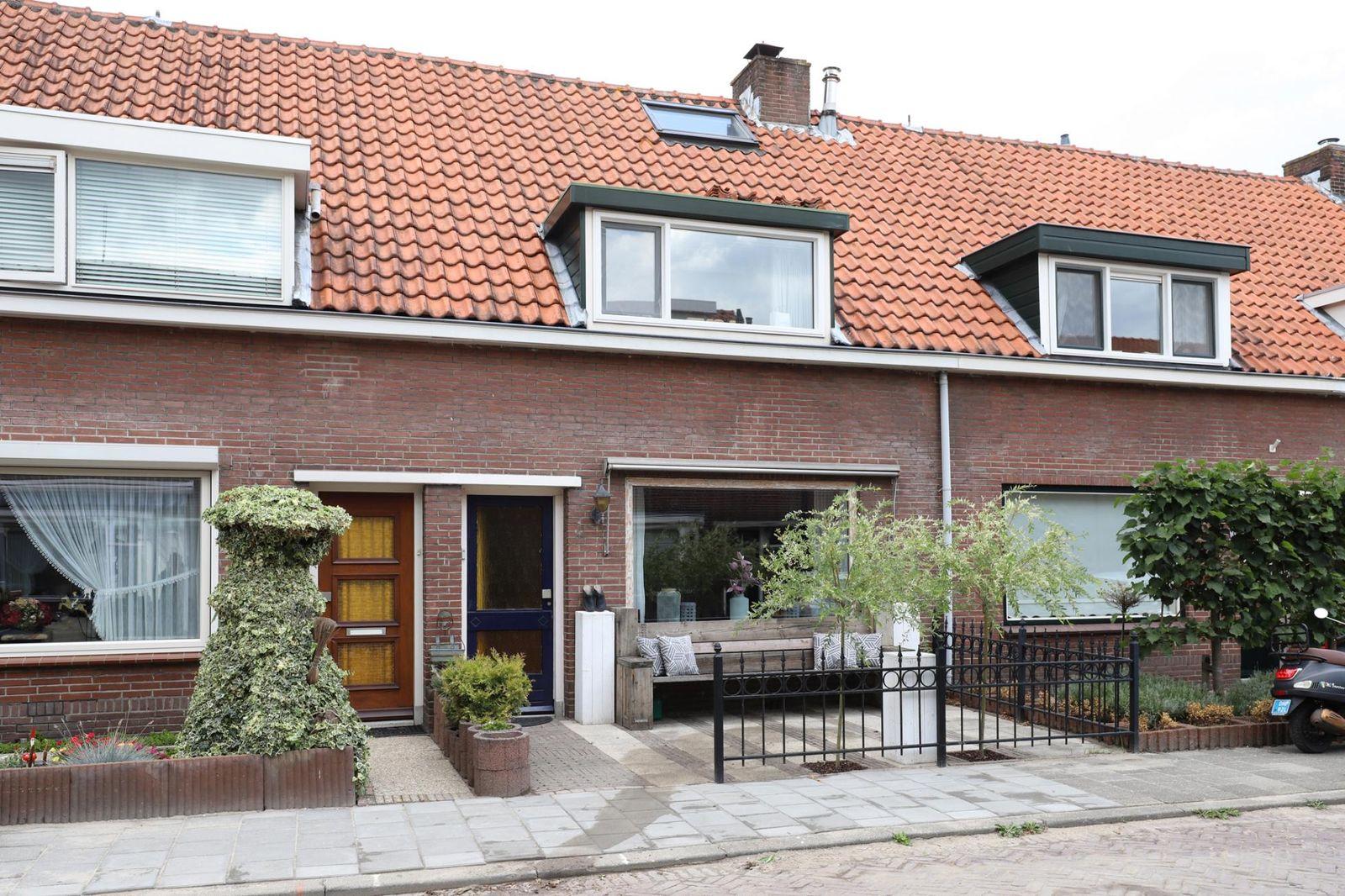 Van der Leestraat 8, Alblasserdam