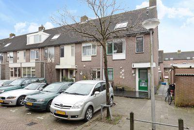 Helder Camarastraat 2, Delft