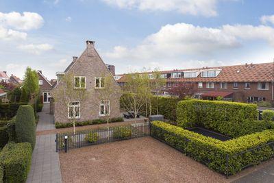 Menuet 7, Nieuw-vennep