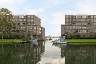 Urkwal 98, Almere