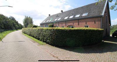 Achter Emer, Breda