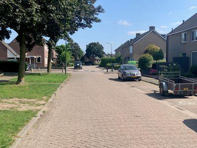 Notaris van Aalstweg, Waardenburg