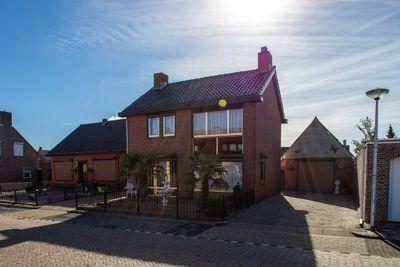 Pastoor Kroesstraat 6, St. Willebrord