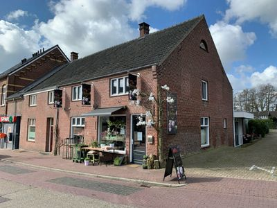 Hoogstraat 9, Neer