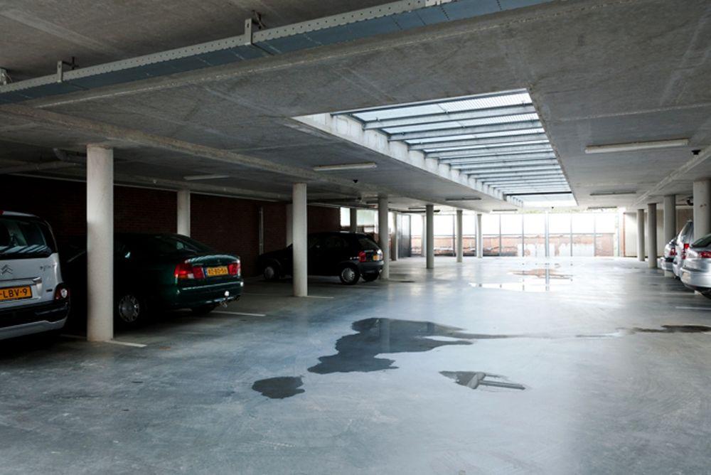 Raadhuisstraat - parkeerplaatsen, Roden