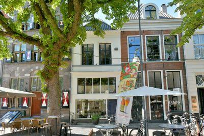 Brink 64, Deventer