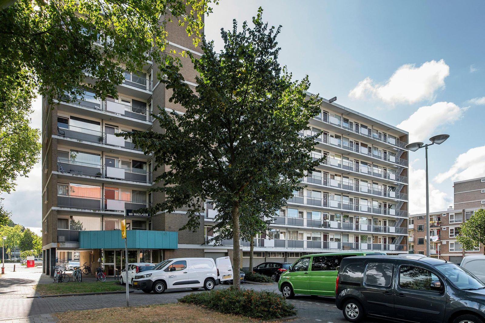 Albert van Raalteplein 143, Schiedam