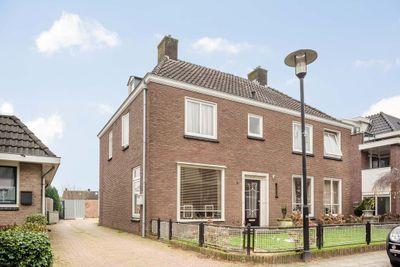 Dorpsstraat 111, Enter