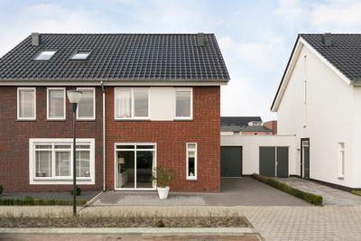 Burgemeester van Prooijenstraat 25, Waalwijk