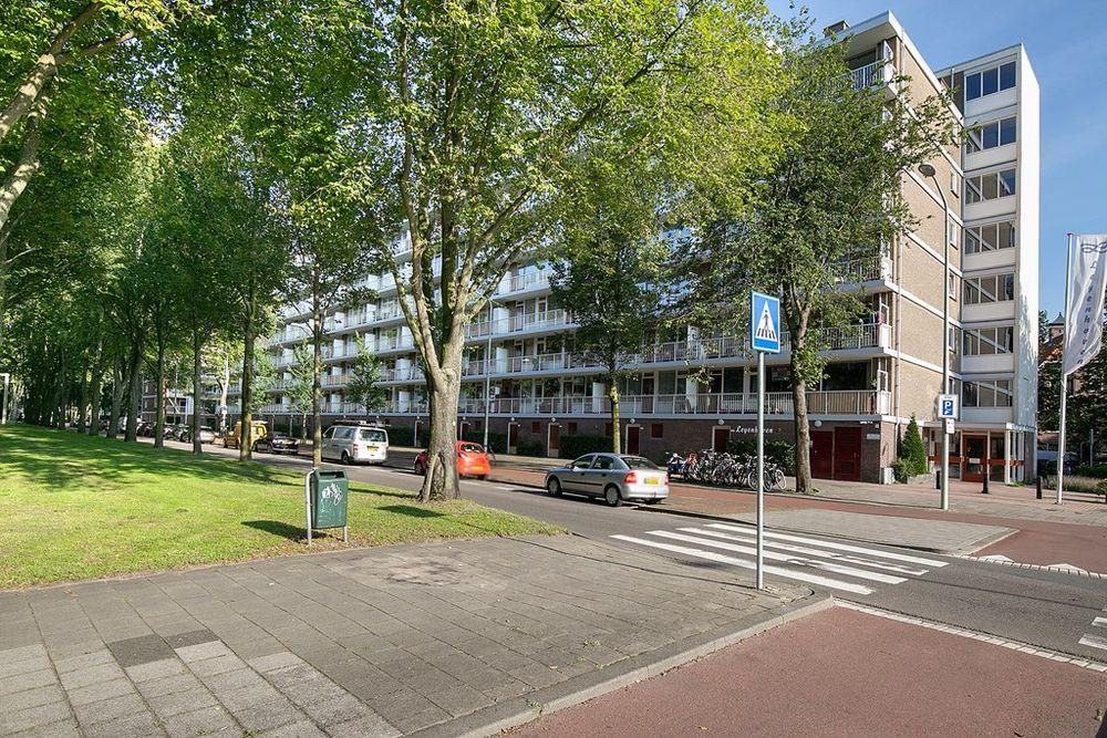 Volendamlaan 954, Den Haag