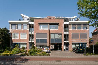 Van Oranje Nassauhof 10, Roosendaal