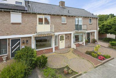 Hazelaarstraat 21, Winschoten