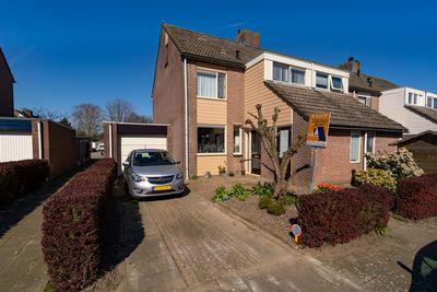 Van Hogendorpstraat 11, Almkerk
