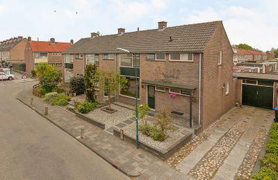 Anna van Burenstraat 17, Lopik