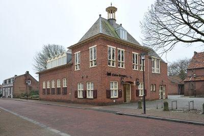Raadhuisstraat 2, Alphen