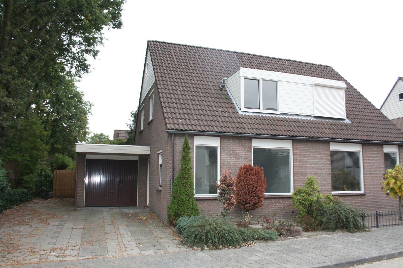 Maaslaan 24, Helmond