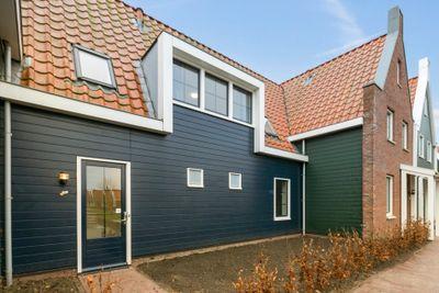 De Krom 243, Volendam